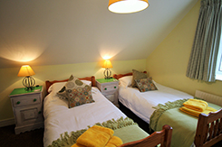 April Cottage, Wells, Norfolk. Self-Catering Cottage Twin bedroom
